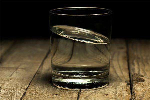 玻璃杯碎了