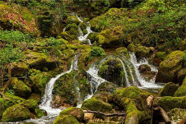 夢見小溪是什么意思