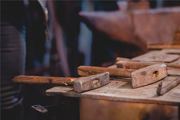 梦见铁锤是什么意思