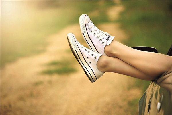 梦见是非脚是什么意义