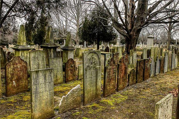 梦见选墓地是什么意思