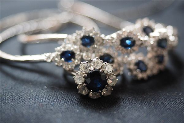 梦见蓝宝石是什么意思