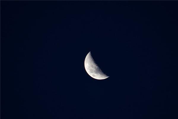 梦见半月形是什么意思