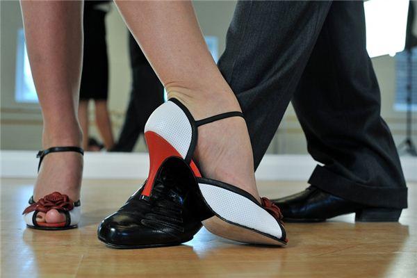 梦见小步舞是什么意思