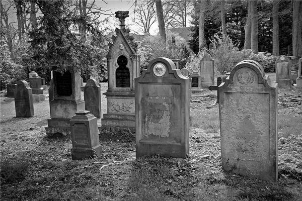 梦见墓场是什么意思