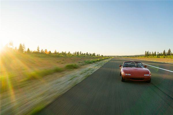 梦见开跑车是什么意思