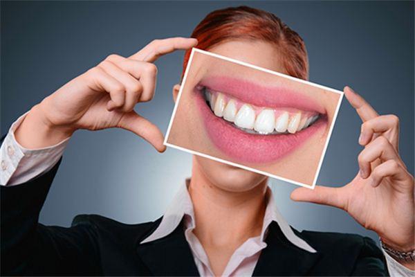 梦见数牙齿是什么意思