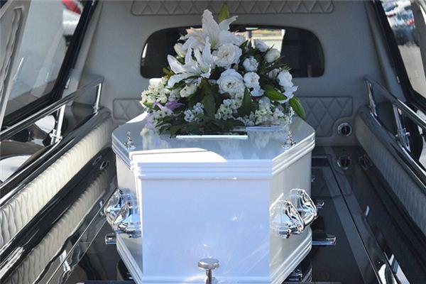 梦见白色棺材是什么征兆