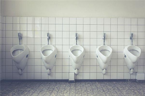 梦见厕所小便