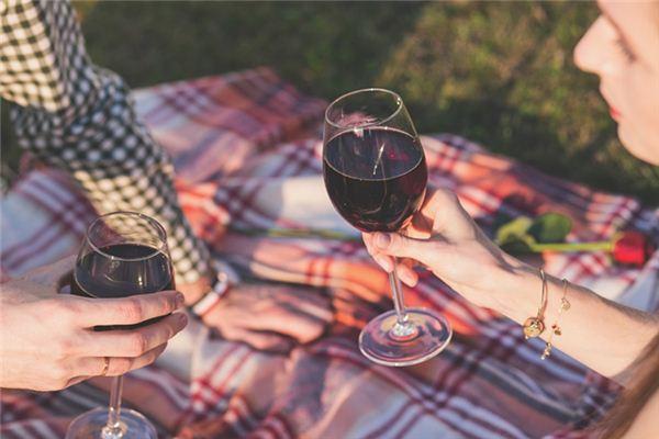 梦见红葡萄酒是什么意思