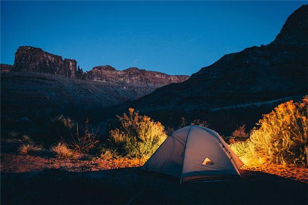 梦见山谷露营是什么意思