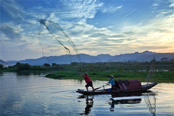 梦见投网得鱼是什么意思