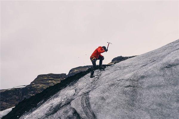 梦见雨中登山是什么意思