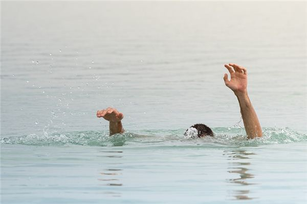 梦见浸在水中是什么意思