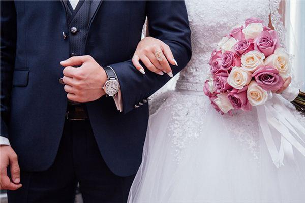 梦见结婚礼服是什么意思