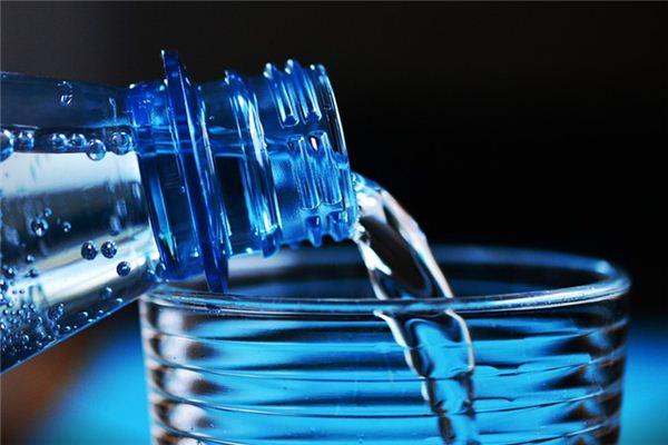梦见自己喝水是什么意思
