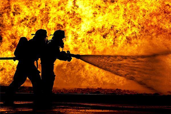 梦见用水浇火是什么意思