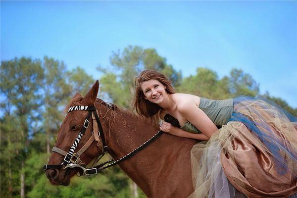梦见女人骑马是什么意思