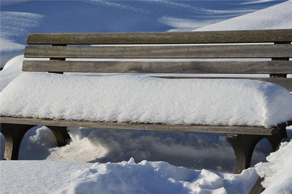 梦见六月下雪是什么意思