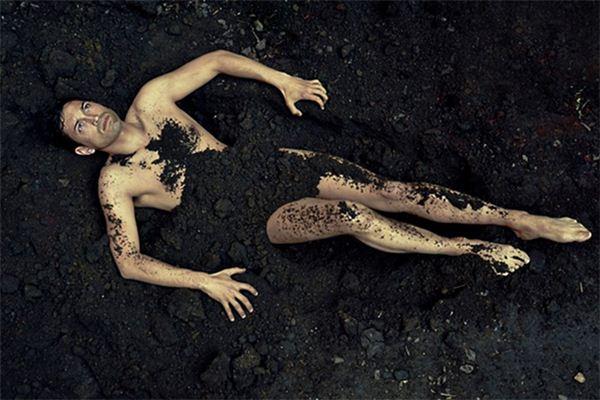 梦见集体裸体是什么意思