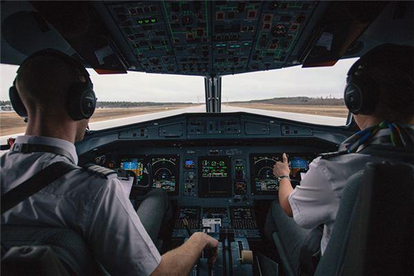 梦见驾驶飞机是什么意思