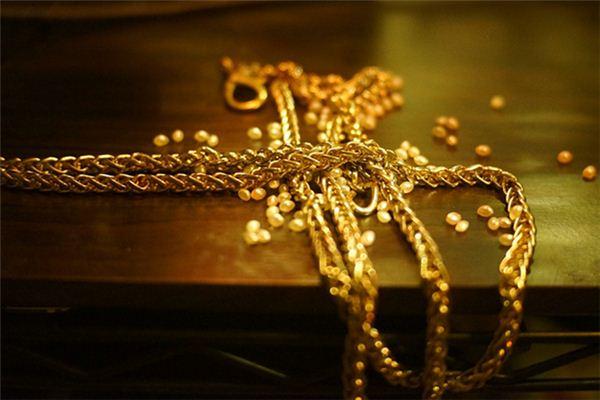 梦见捡到黄金首饰