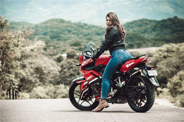 梦见自己骑摩托车