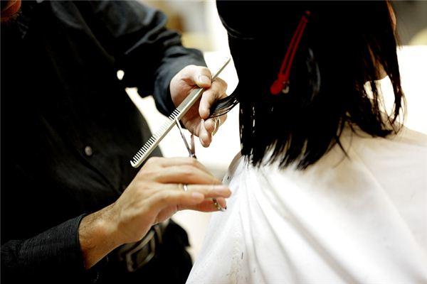孕妇梦见自己剪头发