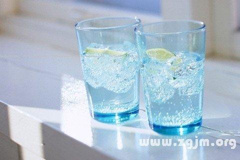 梦见水杯 杯子