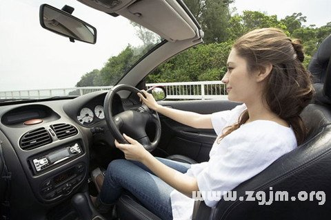 梦见开车 驾驶汽车