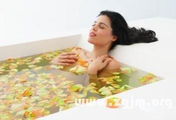 梦见海里洗澡