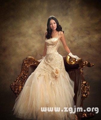 梦见自已穿婚纱