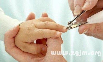 梦见朋友给我剪指甲