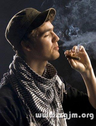 梦见吸烟 香烟 烟叶 烟草 抽烟