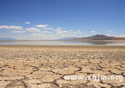 梦见干涸的湖泊