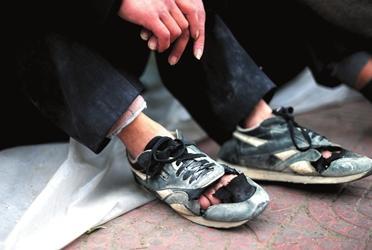 梦见自己穿破鞋