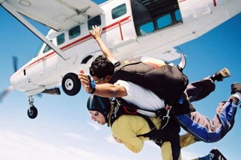 梦见飞机坠落砸到人